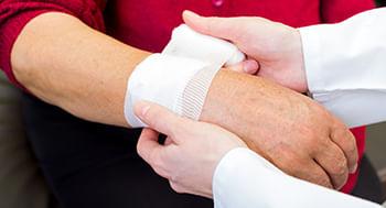 Cuidador-de-Idosos-e-os-Procedimentos-Tecnicos-em-Feridas-e-Curativos