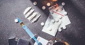 Drogas-de-Abuso--Licitas-e-Ilicitas-